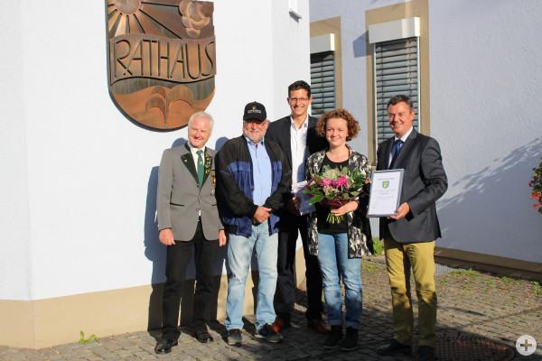 Sportlerehrung: Bürgermeister Kieber ehrt Sportschützin Eva Rösken