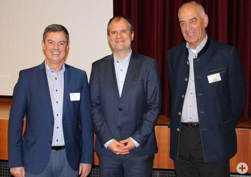 Gruppenbild von links nach rechts: Bürgermeister Volker Kieber, Dr.Fabian Burggraf, Helmut Zimmermann (Bürgermeisterstellvertreter Stadt Staufen)