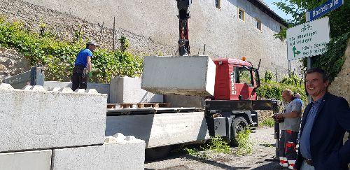 """Endlich wieder freie Fahrt - Die """"Legosteine"""" in der Schlossstraße/Ecke Bachstraße wurden abgebaut"""