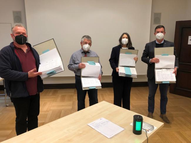 Bürgerinitiative Rettet unsere Notfallversorgung übergibt 20.000 Unterschriften an Regierungspräsidentin Bärbel Schäfer