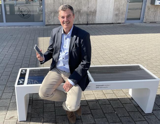 Smarte Solarbänke in der Innenstadt